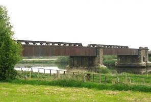 Photo © Sustrans: Historic Torksey Viaduct